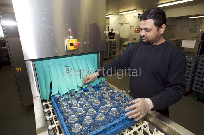 Rail Gourmet workers washing glasses, Euston Station.. - Duncan Phillips - 2008-12-10