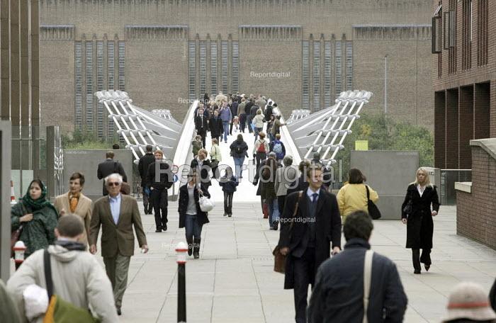 Millennium Bridge, London - Duncan Phillips - 2006-10-06