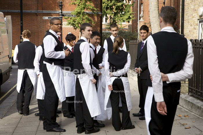 Catering students preparing for Graduation Ceremony, Westminster Kingsway College, London. - Duncan Phillips - 2009-10-09