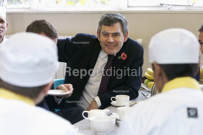 PM Gordon Brown, visiting sixth form pupils, Westminster Kingsway College, London - Duncan Phillips - 2007-11-05