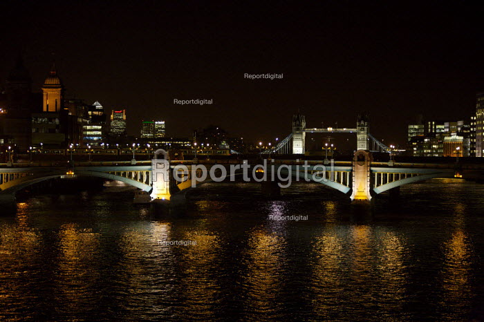 Night time scene of the river thames looking towards the City of London - Duncan Phillips - 2006-12-06
