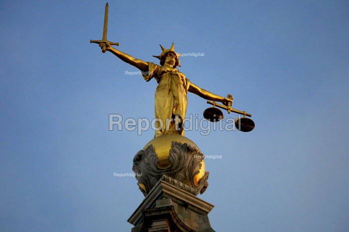Scales of Justice at the Old Bailey, London - Duncan Phillips - 2006-12-06