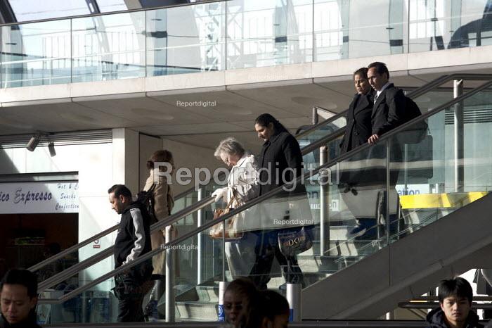 Stratford Station, East london. - Duncan Phillips - 2006-12-10