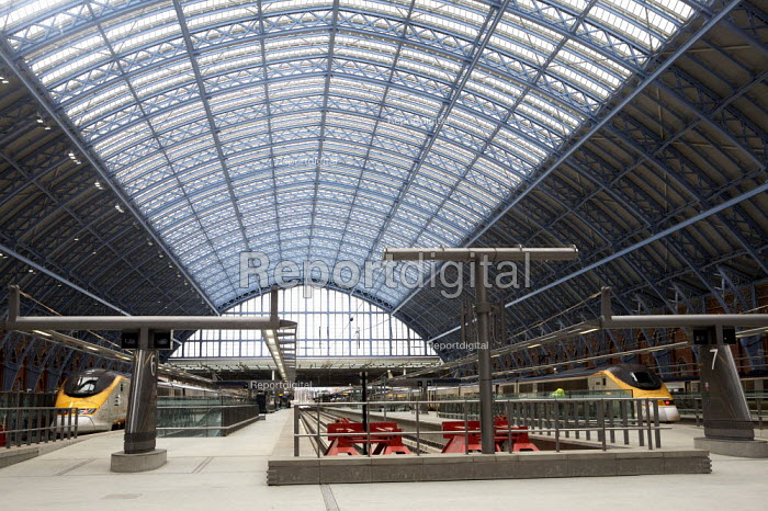 St Pancras international Station, London. - Duncan Phillips - 2007-12-10