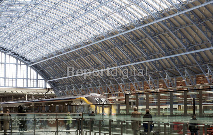 St Pancras international Station, London. - Duncan Phillips - 2007-12-10