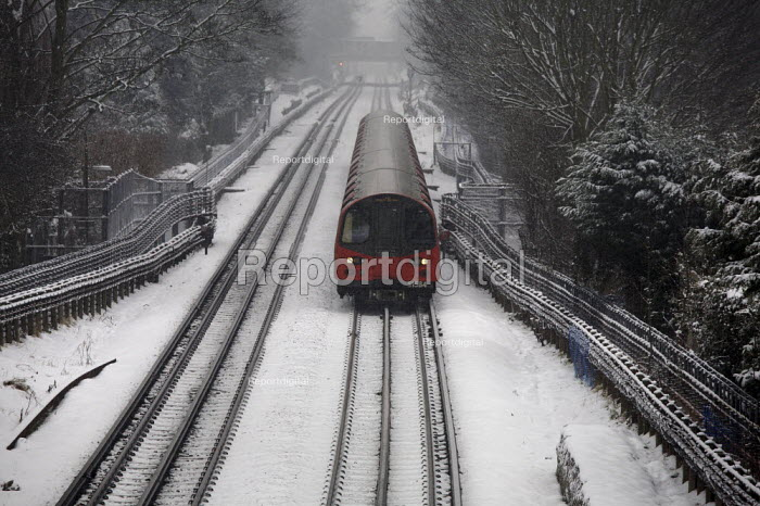 Northern line train in the snow, London - Duncan Phillips - 2010-01-13