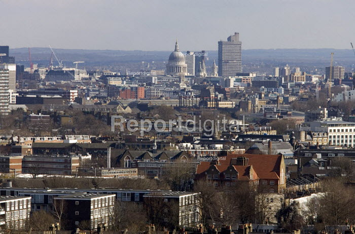 Cityscape showing the City of London and St Pauls - Duncan Phillips - 2006-04-05