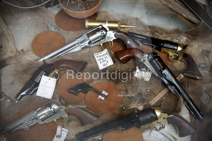 Replica Guns for sale, including Remington, Derringer and Colt revolvers, and a Sheriff badge from the 19th centuary wild west in America, Paris, France - Duncan Phillips - 2010-06-29