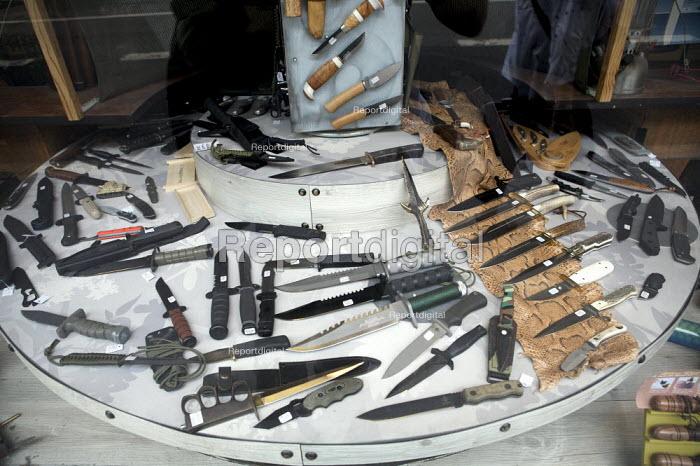 Knives for sale, Paris, France - Duncan Phillips - 2010-06-29