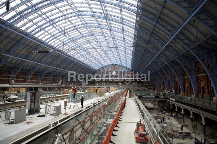 Construction workers at St Pancras international Station, London. - Duncan Phillips - 2007-02-14