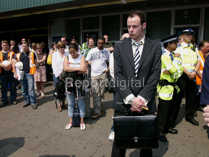 Two minute silence at Kings Cross station for the victims of terrorist bombings, London. - Duncan Phillips - 2005-07-14