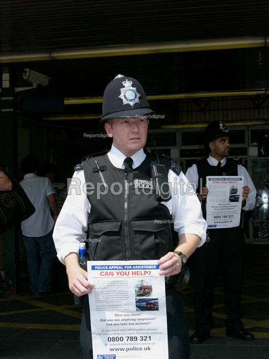 Police at Kings Cross station appealing for information about the terrorist attack,London. - Duncan Phillips - 2005-07-14