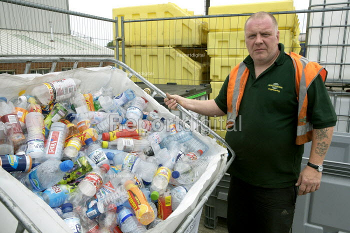 Waste collected from trains for recycling at maintenance depot - Duncan Phillips - 2007-07-12