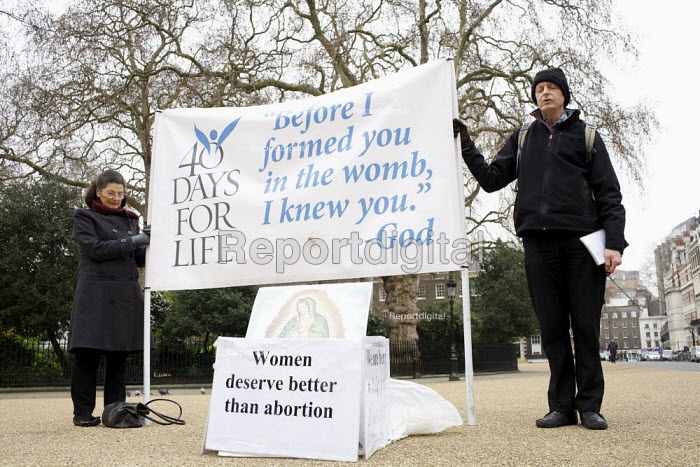 Anti abortionists, praying. The pro-life 40 Day's for Life Campaign vigil. London - Duncan Phillips - 2011-03-17