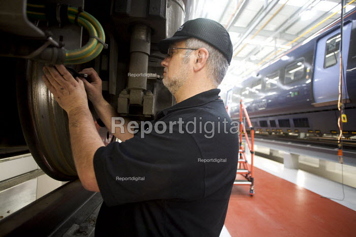 Engineers working in the New Javelin Train Depot, Ashford Kent uk - Duncan Phillips - 2008-11-06