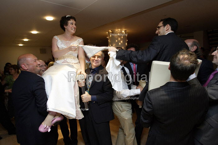 Jewish wedding reception. - Duncan Phillips - 2006-09-17