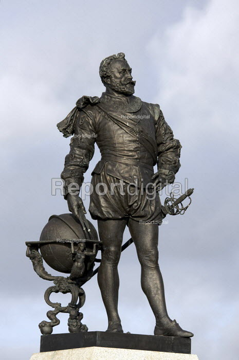 Statue of Sir Francis Drake by Joseph Boehm, Plymouth Hoe, Devon. He was Vice Admiral, an English sea captain, privateer, navigator, slaver, a renowned pirate and politician of the Elizabethan era - Duncan Phillips - 2010-01-28