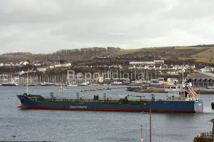 Tanker coming into port, Plymouth, uk. - Duncan Phillips - 2010-01-28