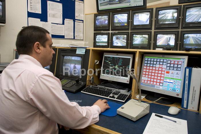 CCTV Control Room Willesden Junction - Duncan Phillips - 2006-04-27