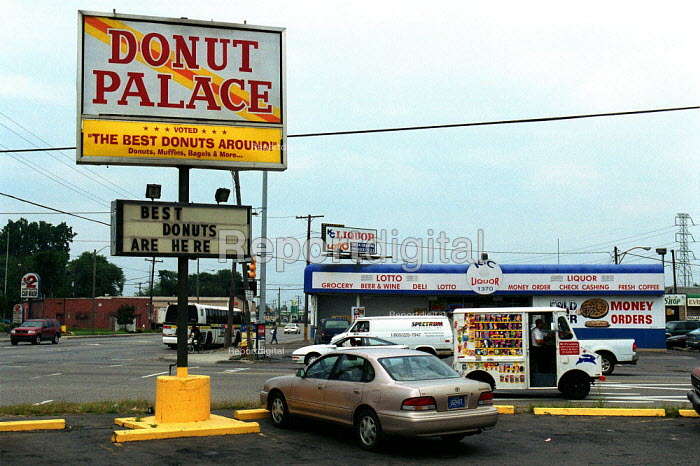 Donut Palace fast food outlet, Detroit, USA. - Duncan Phillips - 2003-08-22
