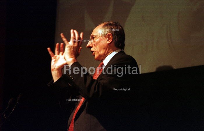 November 1998. Scotland's First Minister Donald Dewar speaks at the Education Conference in Edinburgh. - Gerry McCann - 1998-09-11