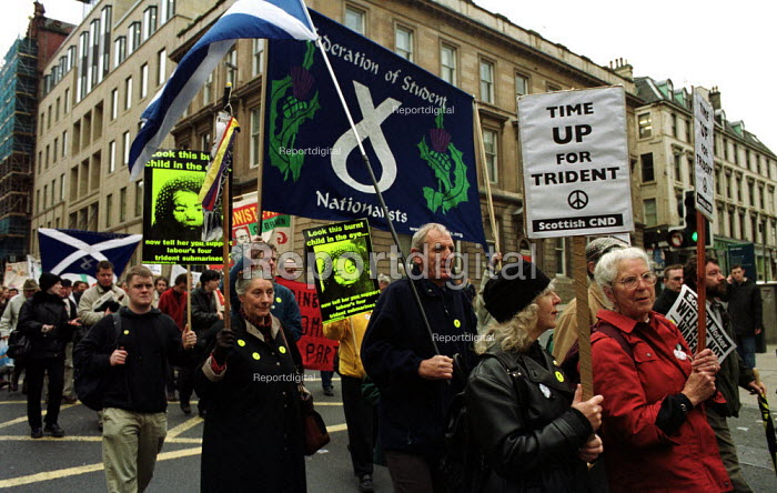 28/10/2000. Members of CND and anti-nuclear weapons protesters march through Glasgow, Scotland, in the STUC sponsored march against Tident. - Gerry McCann - 2000-10-29