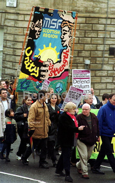 MSF trades union in protest in Glasgow against racism and in support of asylum seekers. - Gerry McCann - 2000-11-25