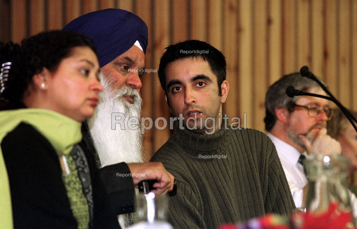 Relatives of murdered Sikh waiter Surjit Singh Chhokar break down at a rally in Glasgow calling for a new public inquiry into his death. Sister Manjit Kaur and father Darshan Singh Chhokar have withdrawn their support from the current inquiry. They are supported by legal adviisor Aamer Anwar, and STUC General Secretary Bill Spiers. - Gerry McCann - 2001-01-13