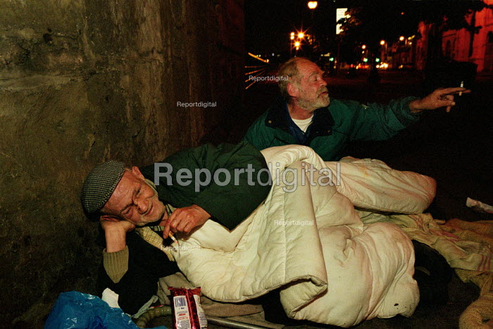 These old men sleep on the strets of Glasgow because they fear the violence endemic in then city's hostels. 