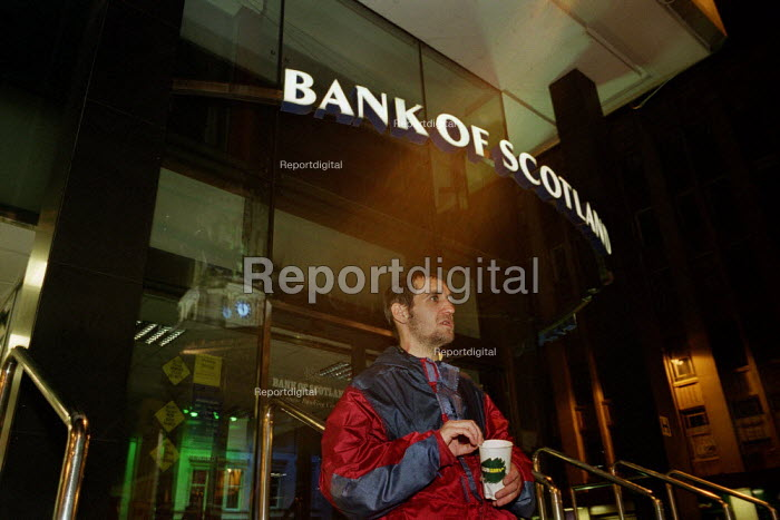 A man begging City Centre at Midnight, outside the Bank of Scotland Glasgow - Gerry McCann - 2002-07-22