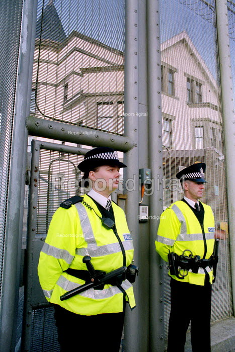 Police. Dungavel Prison near Strathaven in Scotland. The privately run prison is being used as a detention centre for asylum seekers. - Gerry McCann - 2002-03-17
