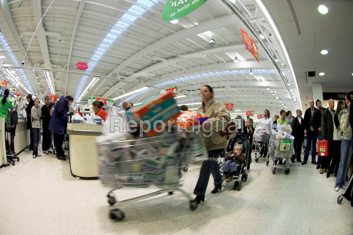 Checkout queues at an ASDA store in Cardiff. - Geoff Crawford - 2005-12-23
