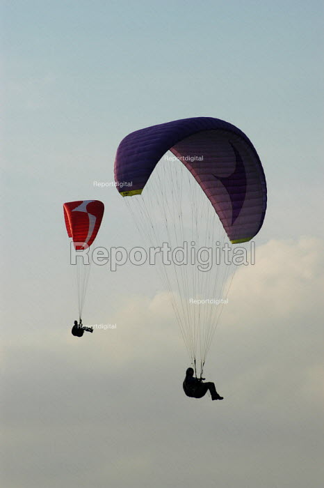 Paragliders at Shining Tor in the Peak District. - Geoff Crawford - 2002-08-05