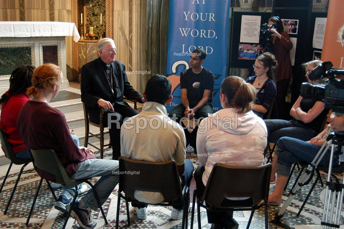 Cardinal Cormac Murphy-O'Connor, Catholic Archbishop of Westminster discusses issues of faith with a group of sixth form students in Westmister Cathedral - Geoff Crawford - 2003-09-09