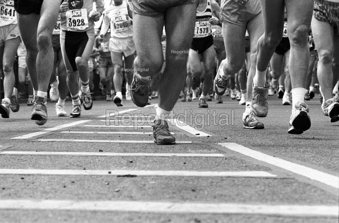 The 1991 London Marathon. Runners cross Tower Bridge. - Geoff Crawford - 1991-04-21