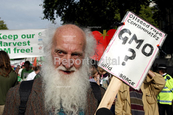 An elderly protester marches against GM food production in London. October 13th 2003 - Geoff Crawford - 2003-10-13
