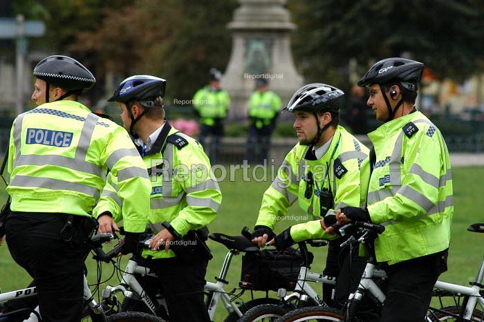 Police cyclists, Brighton - Geoff Crawford - 2004-09-26