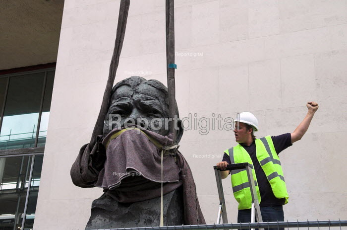 Mandela gagged. A workman guides a crane lifting the sculpture of Nelson Mandela from its pedestal outside the Festival Hall at the South Bank Centre London. Ian Walters Sculpture is being temporaily removed whilst construction work takes place. - Geoff Crawford - 2005-06-30
