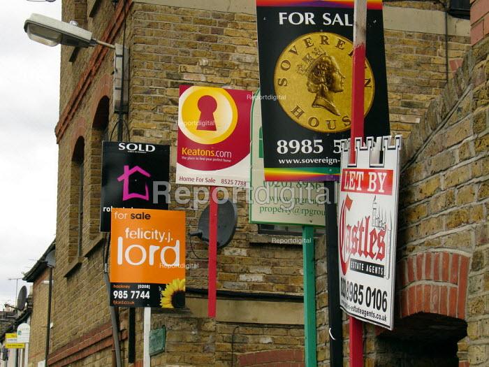 Estate agents signs in Hackney, London - Geoff Crawford - 2005-07-19