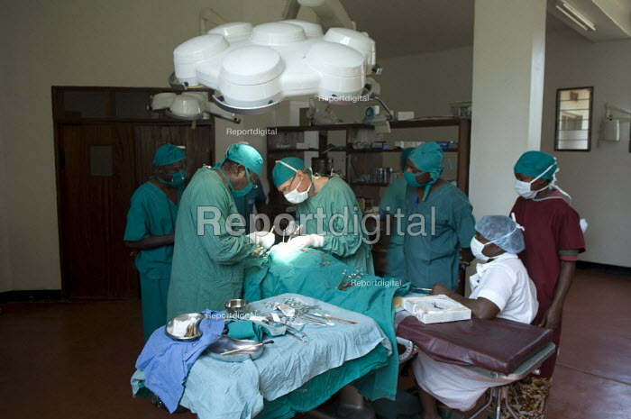 Surgeons carry out an operation on a child with a cleft lip. - Geoff Crawford - 2008-01-18