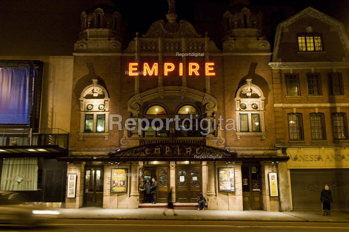 Hackney Empire at night time. - Geoff Crawford - 2008-02-06