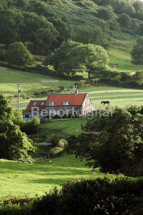 Isolated house near the village of Sleights on the North Yorkshire Moors - Geoff Crawford - 2005-08-20