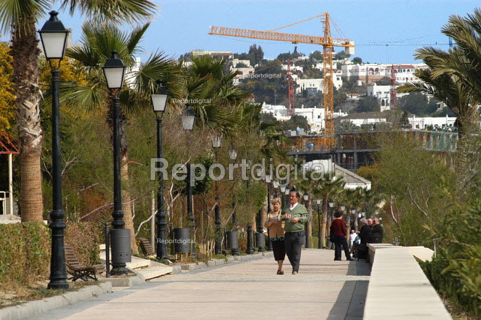 Construction work on the mediterranean coast, Mojacar, Almeria province southern Spain. The English are snapping up second homes and retirement homes in this fast developing region. - Geoff Crawford - 2004-03-09