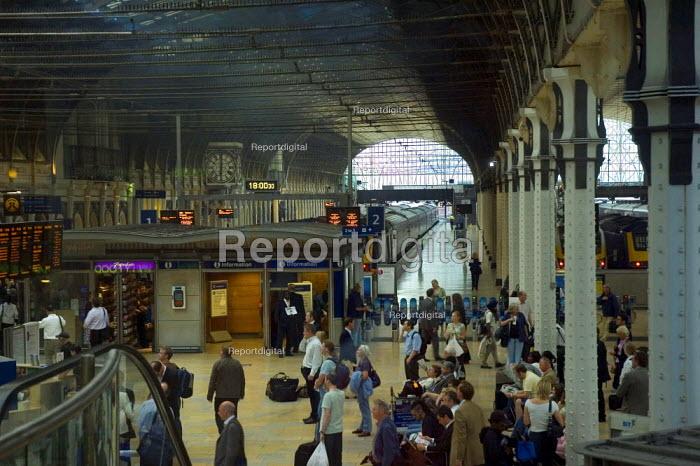 Passengers and trains at Paddington Station - Graham Howard - 2006-05-12