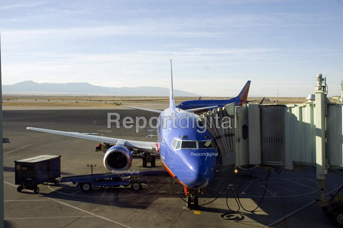 South West Airline Boeing 737 on tarmac at Albuquerque Airport, New Mexico - Graham Howard - 2006-05-12