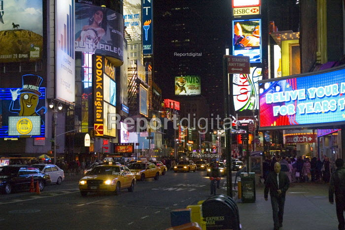 Traffic on streets in Times Square, New York - Graham Howard - 2006-05-12