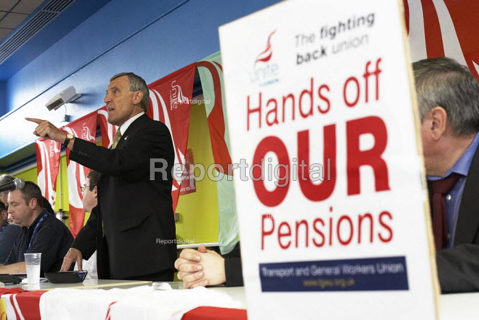 Tony Woodley addresses members of Unite the union, at the mass meeting of workers at INEOS plant in Grangemouth. The meeting agreed unanimously to pursue strike action. - Gerry McCann - 2008-04-25
