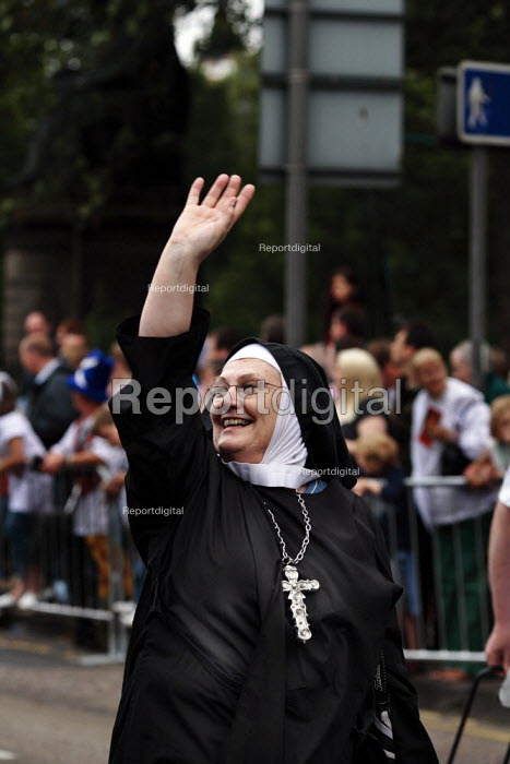 An actor dressed as a nun taking part in the parade at the start of the Edinburgh Festival - Gerry McCann - 2006-08-06