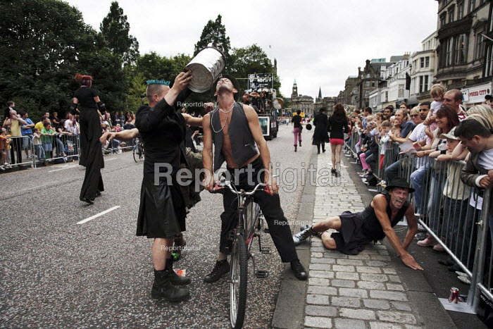 Thousands of artistes including these performers from the NoFitState Circus, take part in the parade to mark the start of the Edinburgh Festival. - Gerry McCann - 2006-08-06