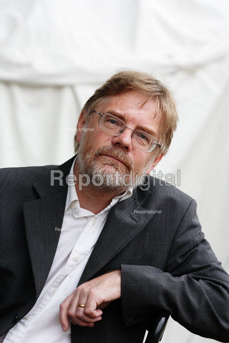Writer Fred Pearce poses for pictures during the Edinburgh Book Festival. - Gerry McCann - 2006-08-13